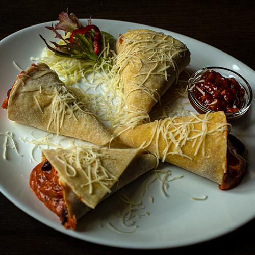 Mexikói chilis bab tortillával és salsával